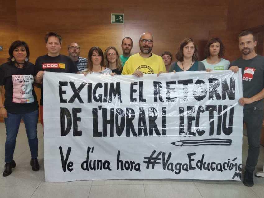 Sindicats en protesta al Departament d'Educació